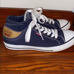 Women's Levi's Canvas Low-Top Sneakers size 9